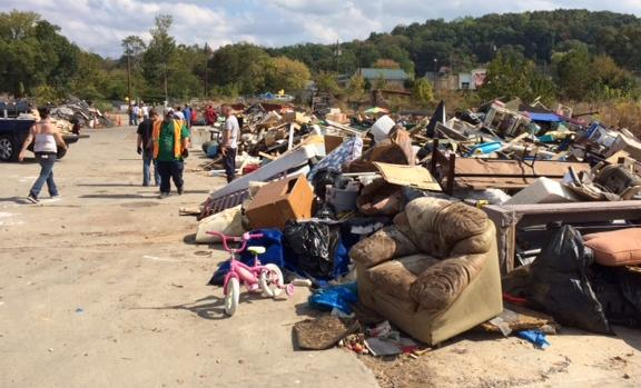 Hundreds Show up for Free Dump DAy in Lindale